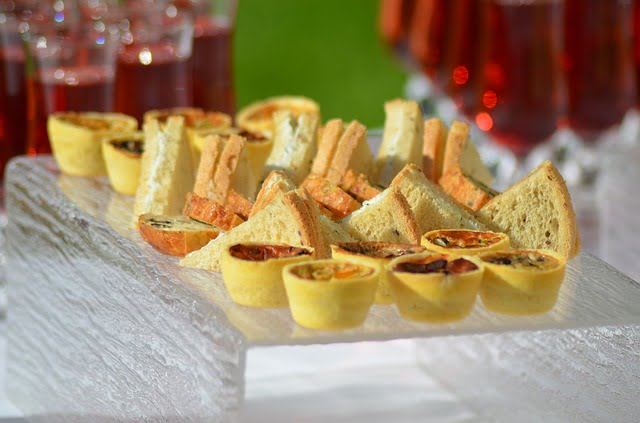 Catering_petit-fours_wedding trends