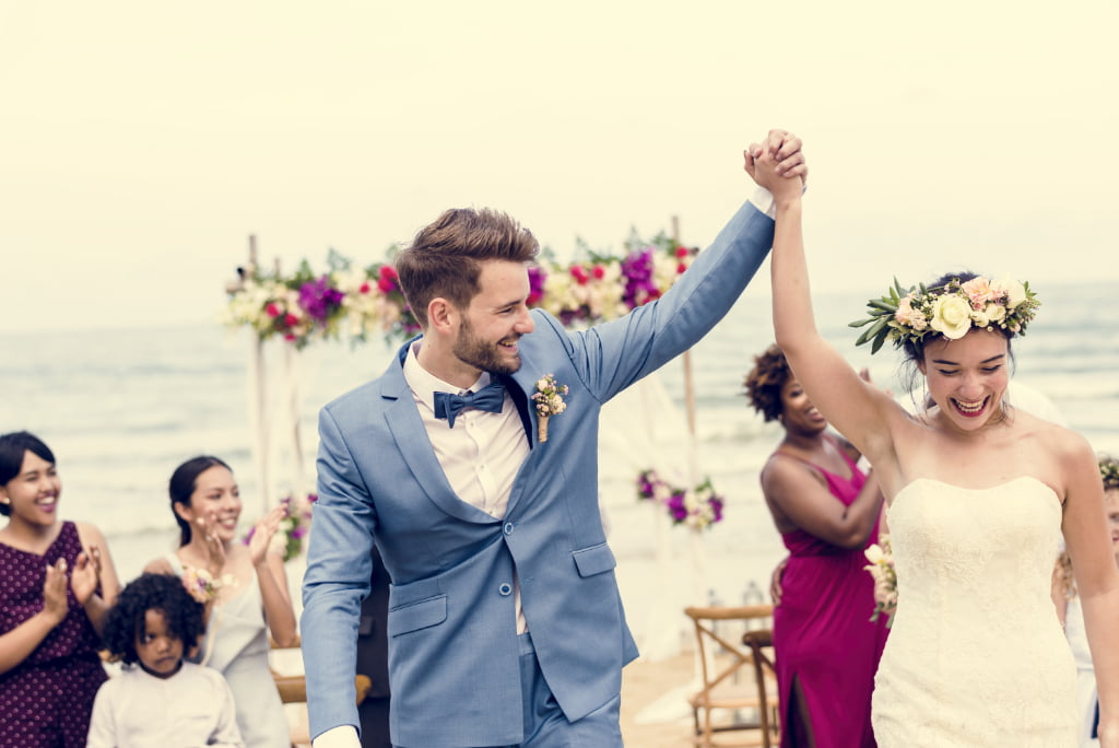 feel-the-vibe-top-10-beach-wedding-songs-that-set-the-tone