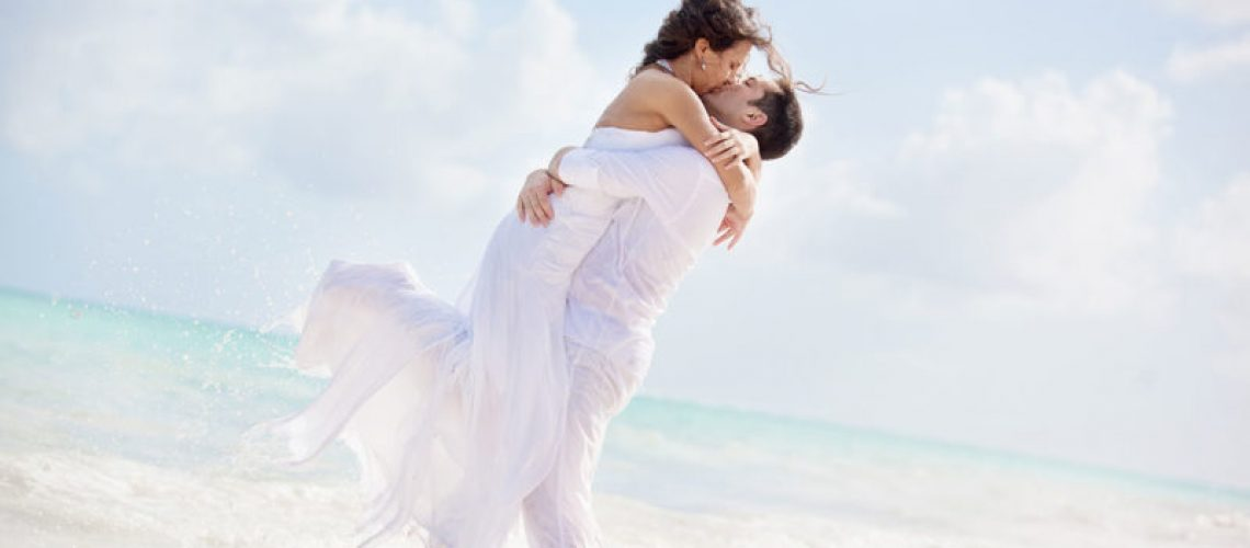 Tips-for-Picking-the-Perfect-Location-and-Attire-for-Your-Florida-Beach-Wedding-800x533