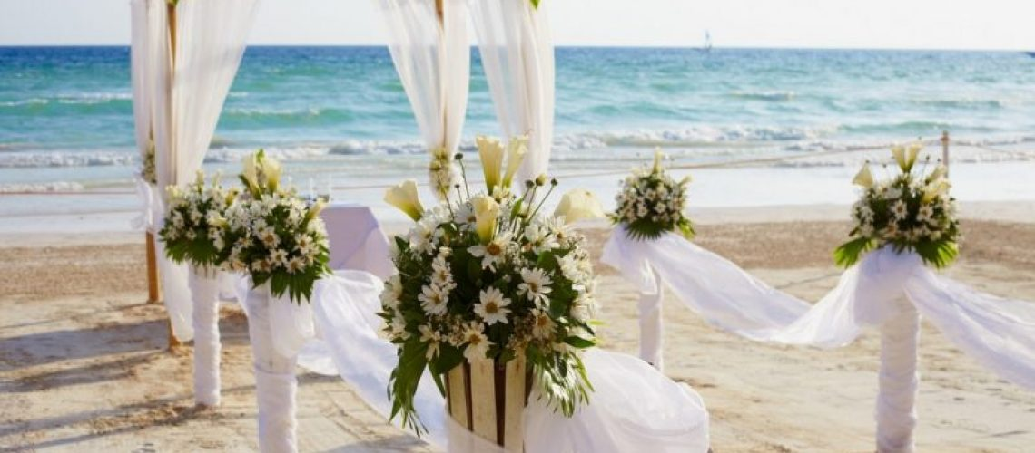 What-Should-Guests-Wear-to-a-Beach-Wedding-at-Lovers-Key-Beach-800x533