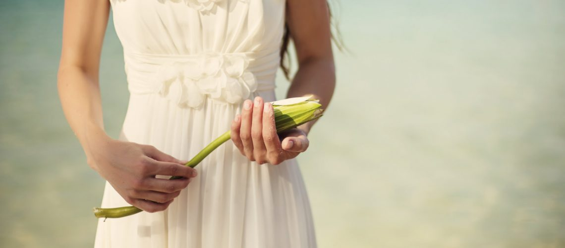 Worried About The Perfect Beach Wedding Look? Here Are Some Tips